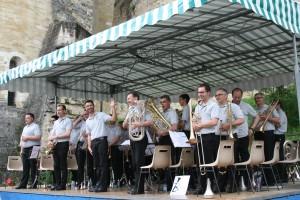 Détente pour le public et les musiciens après les épreuves du matin